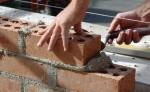 imento-pedreiro-civil-profissao-economia-edificio-engenharia-arquitetura-ferramenta-parede-trabalhador-tijolo-construir-erguer-homem-1270680952373_615x300